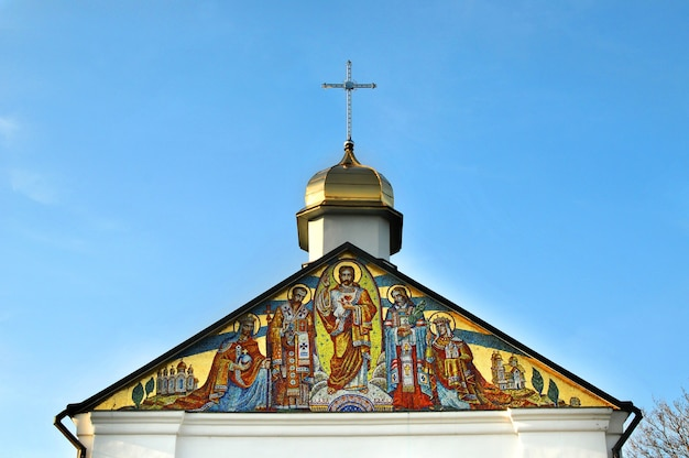 Mozaikowa ikona chrztu rusko-ukrainy nad wejściem do klasztoru w goszowie.