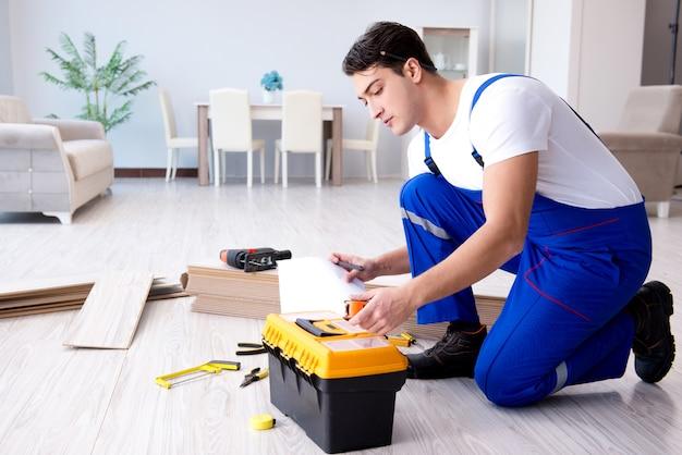 Może układać podłogi laminowane w domu