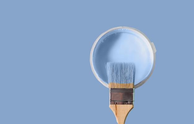 Można pomalować farbą w kolorze cerulean na tle cerulean. skopiuj miejsce na twój tekst. modny kolor roku.