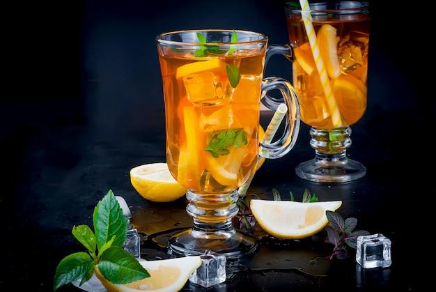 Mrożona herbata z cytryną i miętą