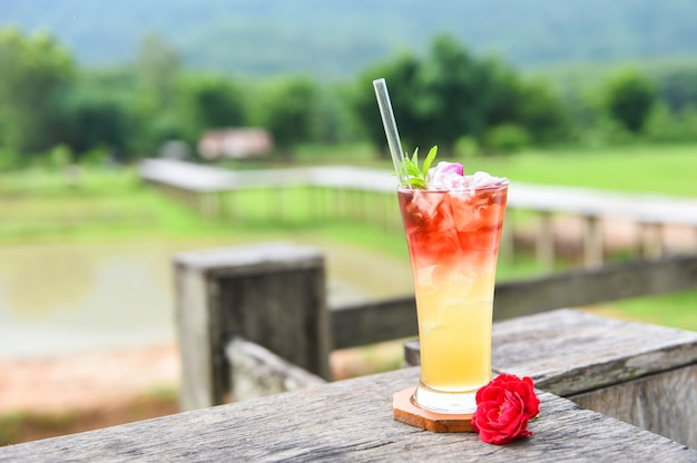 Mrożona herbata z herbatą różaną zimny koktajl