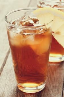 Mrożona herbata z plasterkiem cytryny
