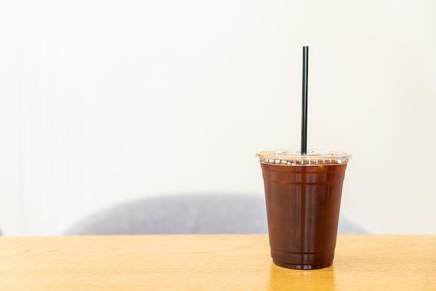 Mrożona kawa americano w restauracji cafe