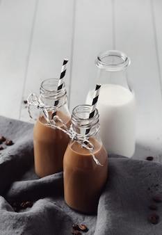 Mrożona kawa latte. koncepcja śniadanie rano