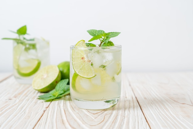 Mrożona limonka z miętą - orzeźwiający napój