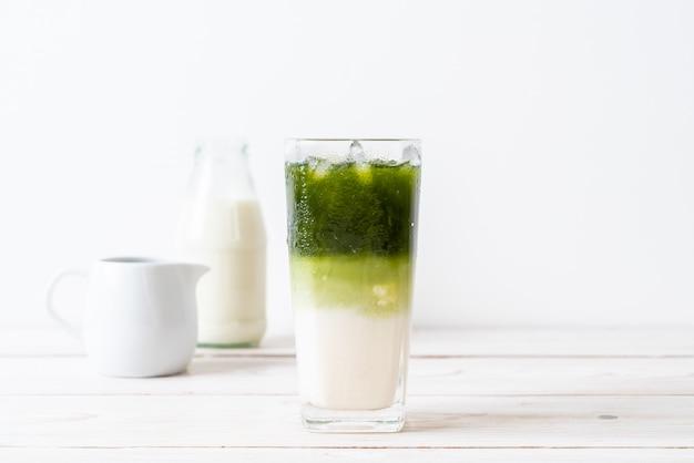 Mrożona matcha zielona herbata latte