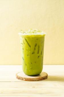 Mrożona zielona herbata matcha latte
