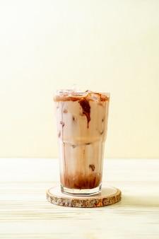 Mrożony czekoladowy koktajl mleczny