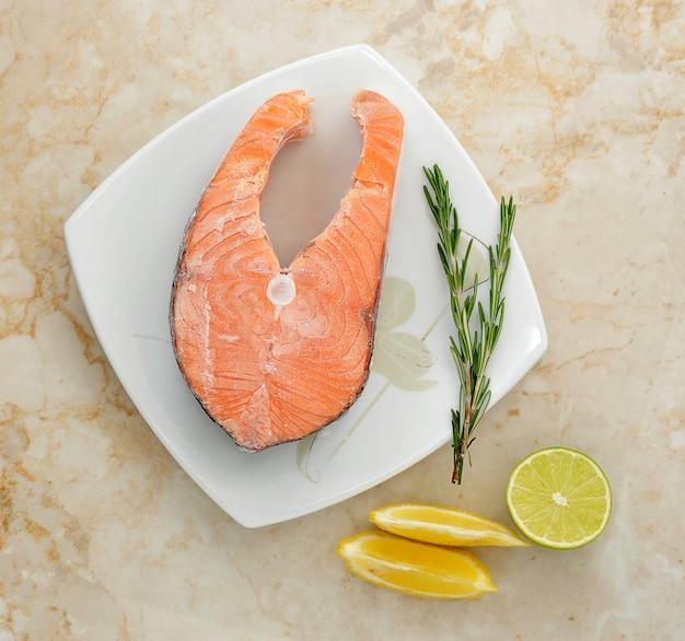 Mrożony stek z łososia