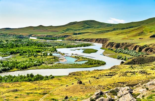 Mtkvari lub rzeka kura w uplistsikhe w gruzji, w regionie kaukazu w eurazji