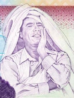 Muammar alkaddafi portret z libijskich pieniędzy