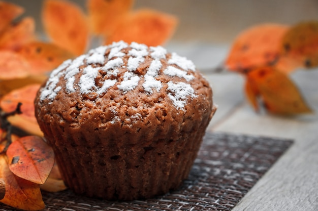 Muffin czekoladowy z nadzieniem jabłkowym
