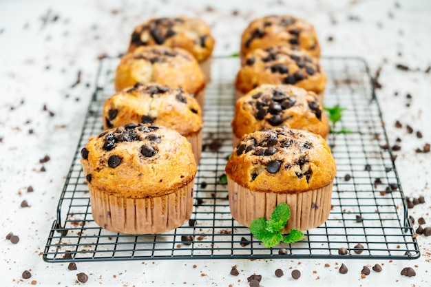 Muffin z kawałkami czekolady