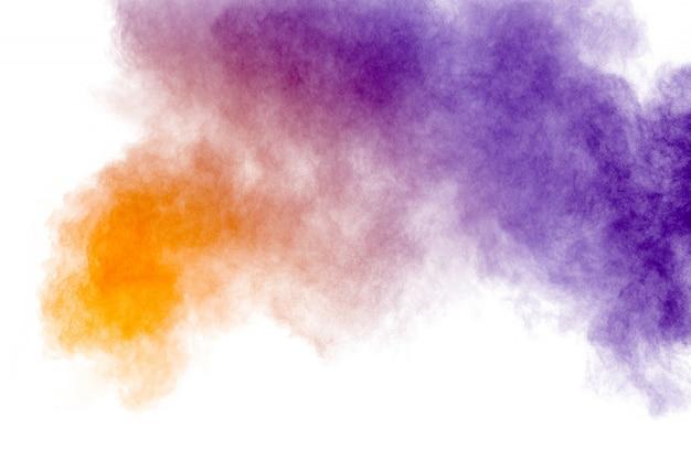 Multi kolor proszku wybuchu na białym tle.