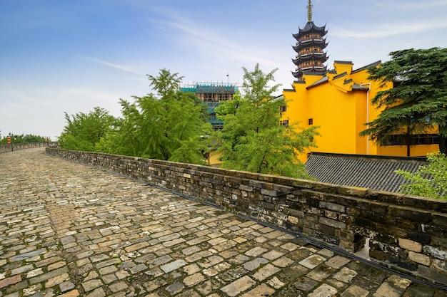 Mur dynastii ming i świątynia jiming w nanjing jiangsu w chinach