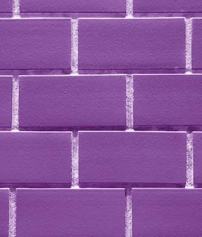 Mur z cegieł w kolorze fioletowym, pionowy obraz tła