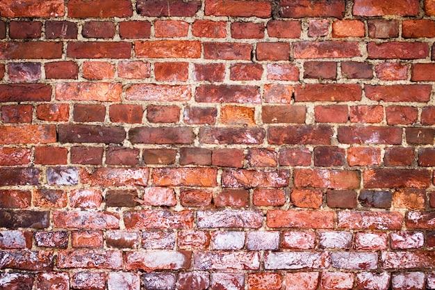 Mur z cegły grunge, czerwona tekstura, tło wyblakły powierzchni
