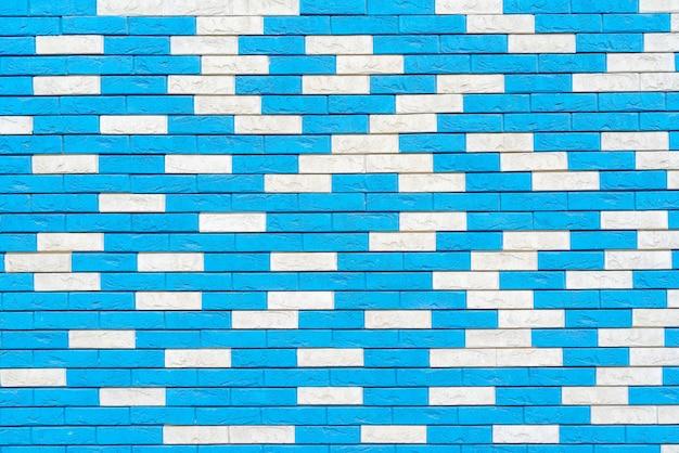 Mur z cegły niebieski. projekt wnętrza loftu. niebieska farba elewacji.