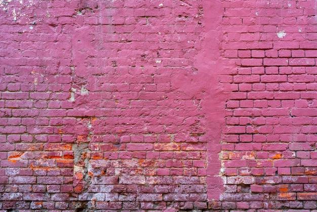 Mur z cegły pomalowany na różowo. tekstura tła.