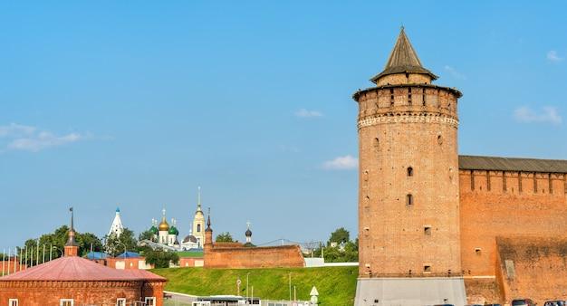 Mury obronne kremla w kołomnej, złoty pierścień rosji