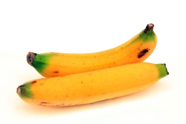 Musa acuminata cavendish podgrupa dwa owoce umieszczone na białym tle.