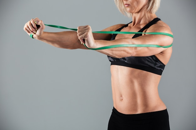 Muskularna dorosła sportsmenka