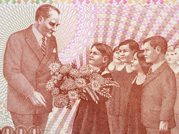 Mustafa kemal ataturk z dziećmi portret z tureckich pieniędzy