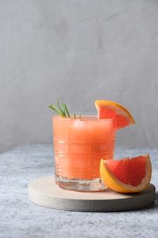 Musujący koktajl grejpfrutowy