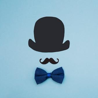 Muszka w pobliżu ozdobnych wąsów i top hat