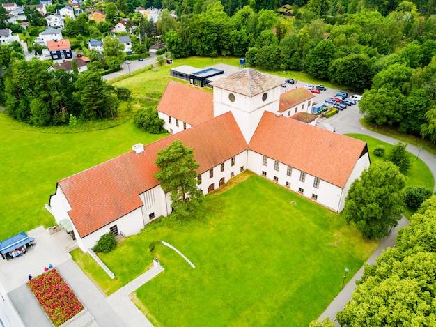 Muzeum łodzi wikingów znajduje się na wyspie bygdoy w oslo w norwegii.