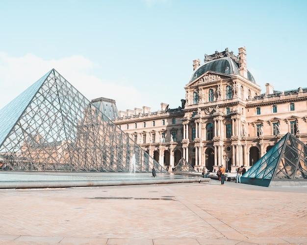 Muzeum louvré w paryżu, francja