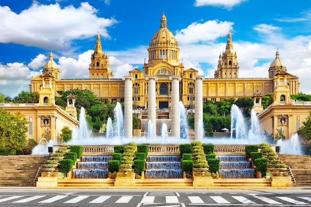 Muzeum narodowe w barcelonie, placa de espanya, hiszpania.