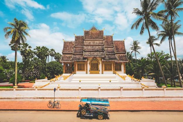 Muzeum pałacu królewskiego w luang prabang, laos. miejsce światowego dziedzictwa unesco w 1995 roku.