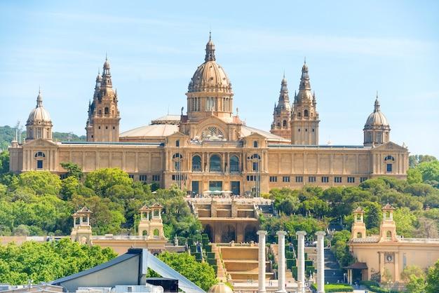 Muzeum sztuki narodowej przy placa de espanya w barcelonie, katalonia, hiszpania