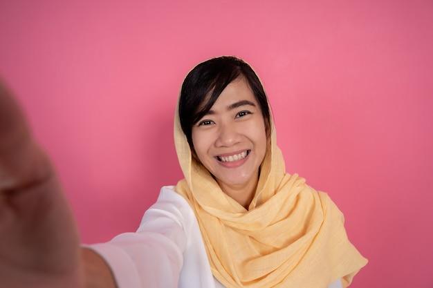 Muzułmanka przy selfie