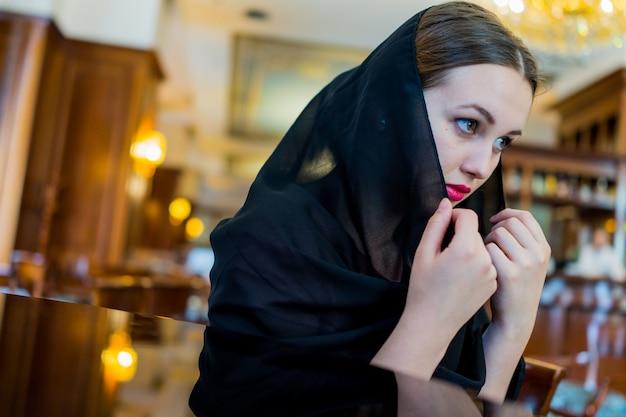 Muzułmanka wering czarny hidżab