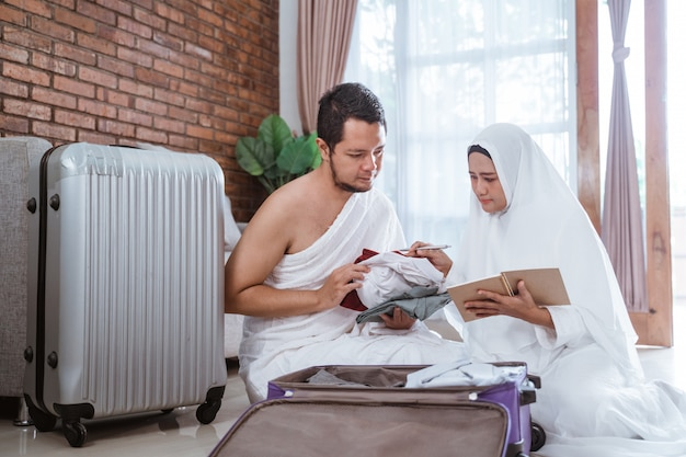 Muzułmańscy pielgrzymi żona i mąż hadżdż i umrah