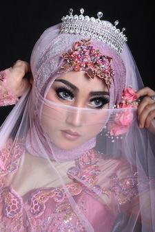 Muzułmański makijaż i moda ślubna
