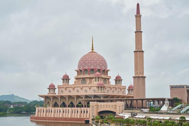 Muzułmańskie góry czerwone podróży outdoor