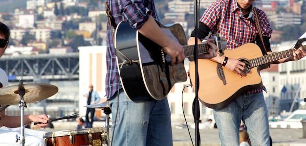 Muzycy na koncercie