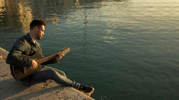 Muzyka gitarowa na zewnątrz