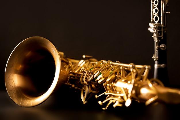 Muzyka klasyczna sax tenorowy saksofon i klarnet w kolorze czarnym