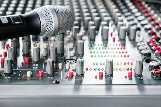 Muzyka miksera dźwięku. dźwięk adjist według objętości.