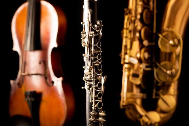 Muzyka sax tenorowy saksofon skrzypce i klarnet w kolorze czarnym