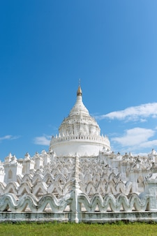 Mya thein tan pagoda landsmark w bagan, myanmar