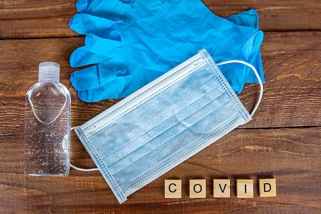 Mydło, rękawiczki i maska koncepcja covid-19