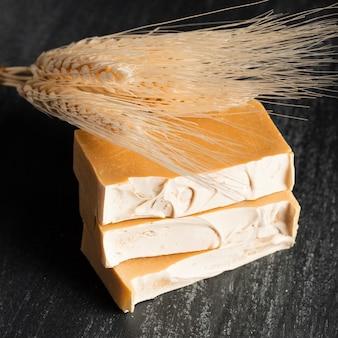 Mydło z przodu wykonane z kolców