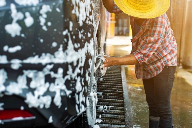 Myjnia samochodowa z pianką