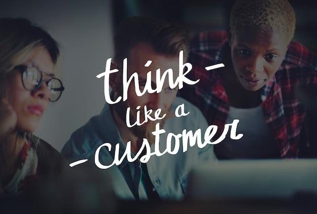 Myśl jak słowa klienta na grupie różnych osób pracujących w tle