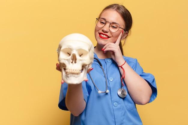 Myślenie lub wątpienie koncepcja pielęgniarki wyrażenie
